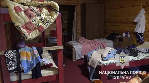 ... У Києві поліція під час рейду затримала 32 нелегальних мігрантів із Азії  - фото 5 ... 7145d7775894a