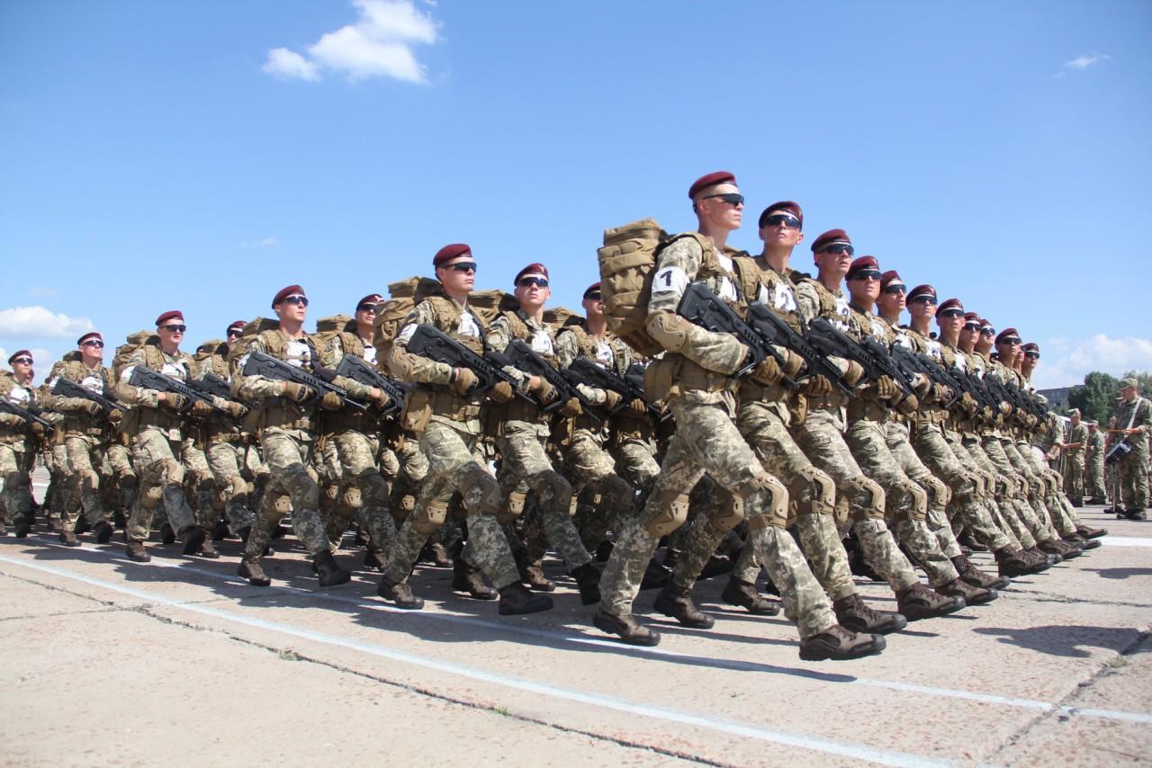 Женщины-военные впервые пойдут на параде ко Дню независимости - фото 1