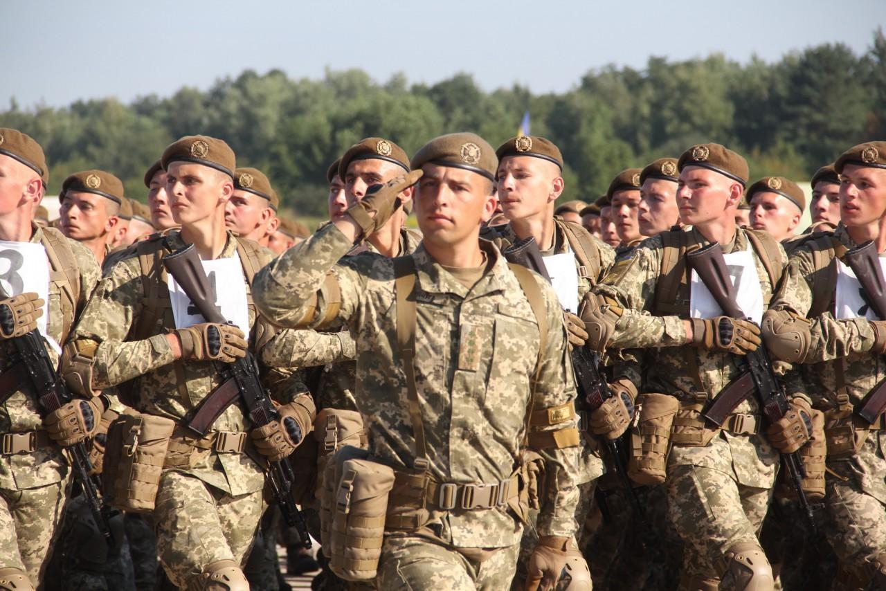 Женщины-военные впервые пойдут на параде ко Дню независимости - фото 9