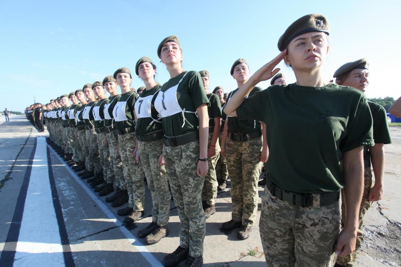Женщины-военные впервые пойдут на параде ко Дню независимости - фото 18