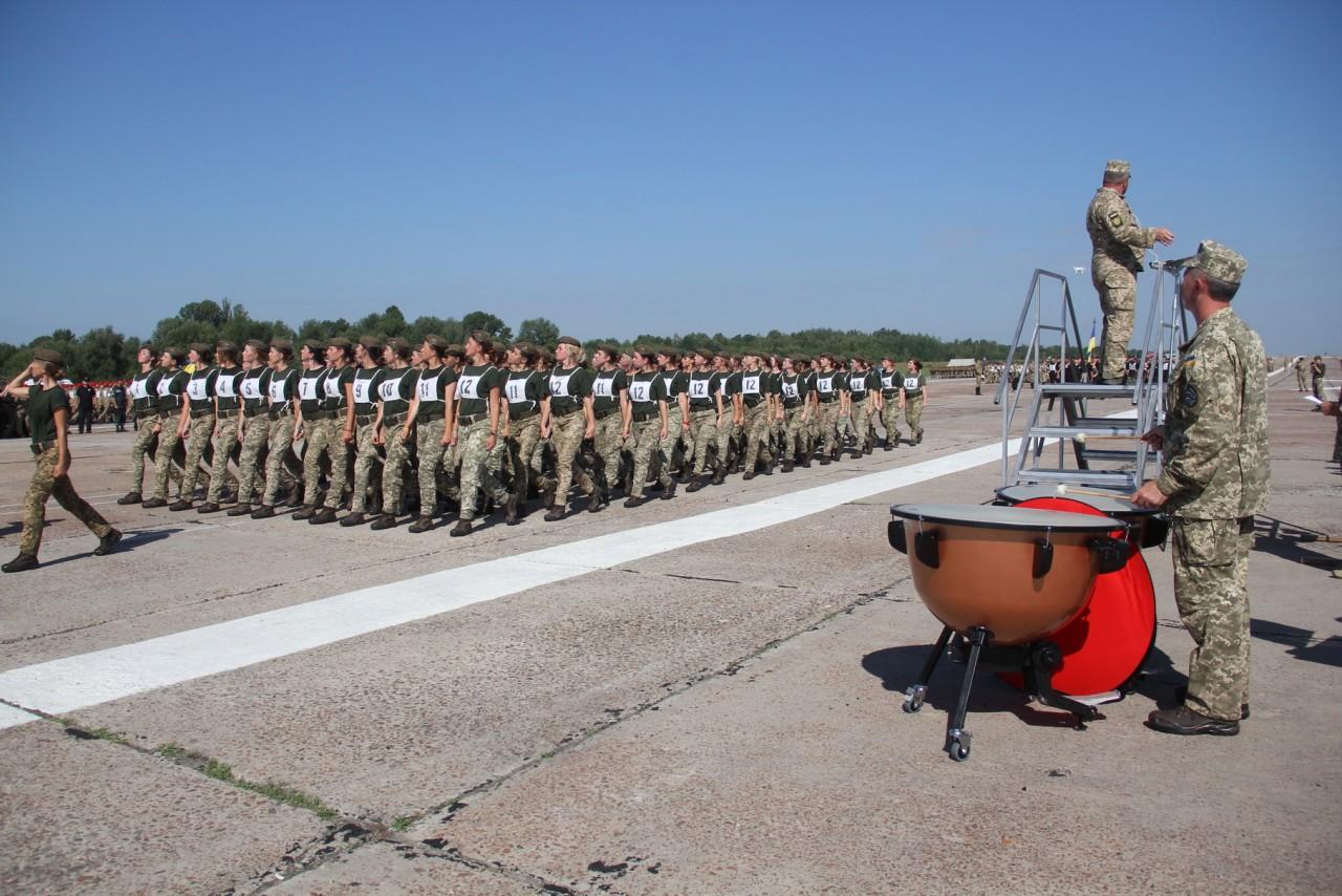 Женщины-военные впервые пойдут на параде ко Дню независимости - фото 7