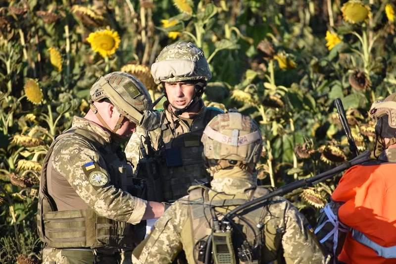 В Херсонской области украинские десантники проводят учения - фото 7