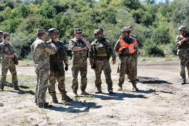 В Херсонской области украинские десантники проводят учения - фото 12