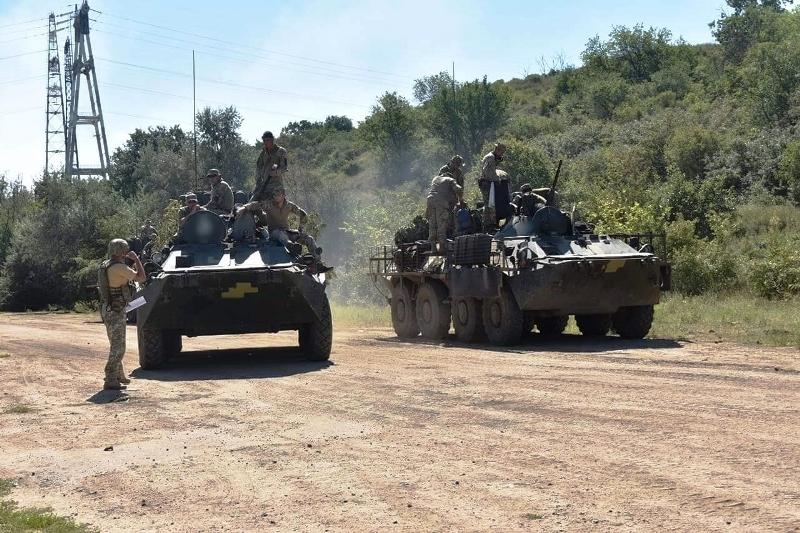 В Херсонской области украинские десантники проводят учения - фото 19