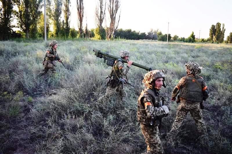 В Херсонской области украинские десантники проводят учения - фото 10