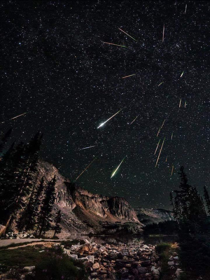 Звездопад Персеиды показали фотографы со всего мира - фото 6
