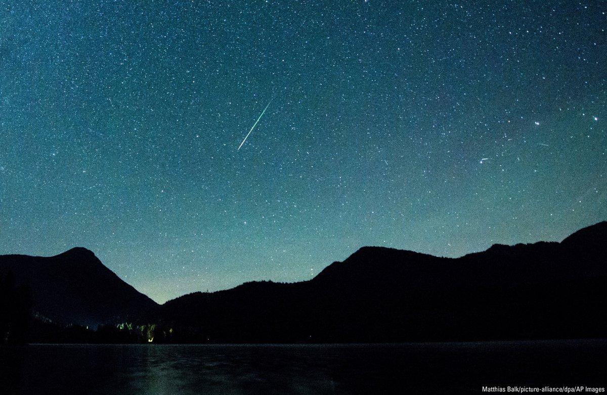 Звездопад Персеиды показали фотографы со всего мира - фото 1