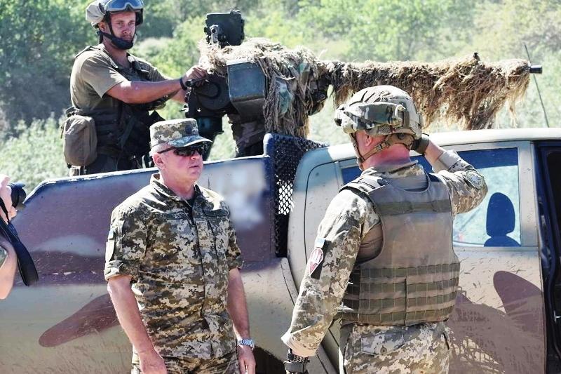 В Херсонской области украинские десантники проводят учения - фото 21