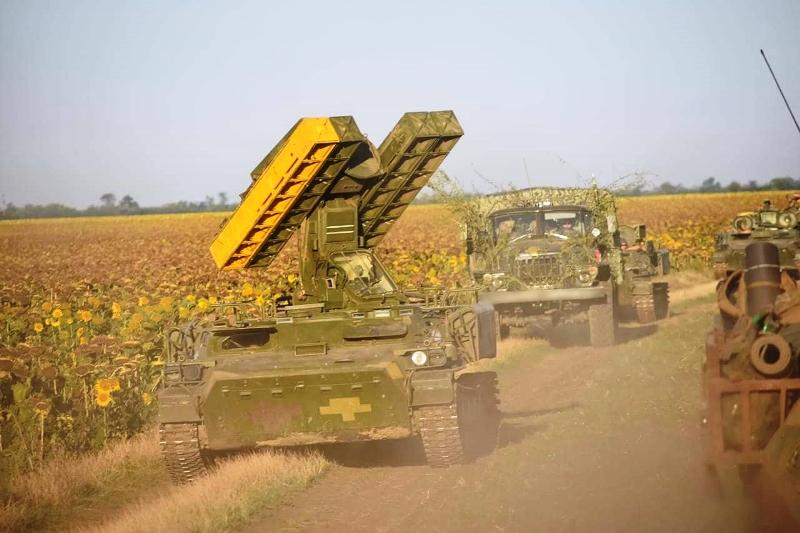 В Херсонской области украинские десантники проводят учения - фото 9