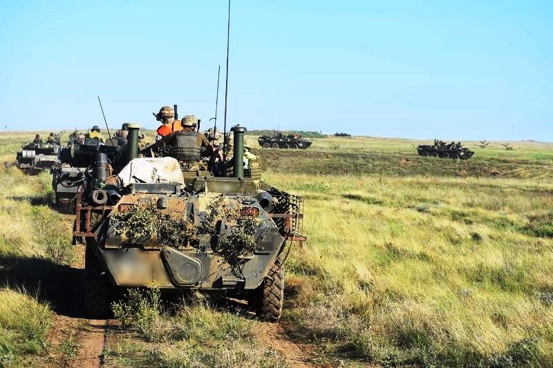 В Херсонской области украинские десантники проводят учения - фото 14