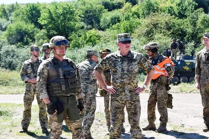 В Херсонской области украинские десантники проводят учения - фото 17