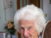 Старейшая жительница Великобритании поделилась секретом долголетия - фото 1