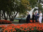 Президент Украины с женой почтили память Джона Маккейна - фото 3