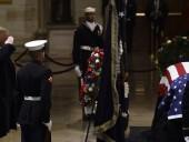 Трамп с женой почтили память Буша-старшего в Капитолии - фото 6