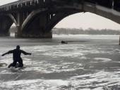 В столице мужчина упал с моста Метро - фото 2