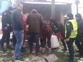 На Рождественской ярмарке в центре Львова произошел взрыв - фото 3