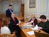 Порошенко подал документы в ЦИК - фото 5