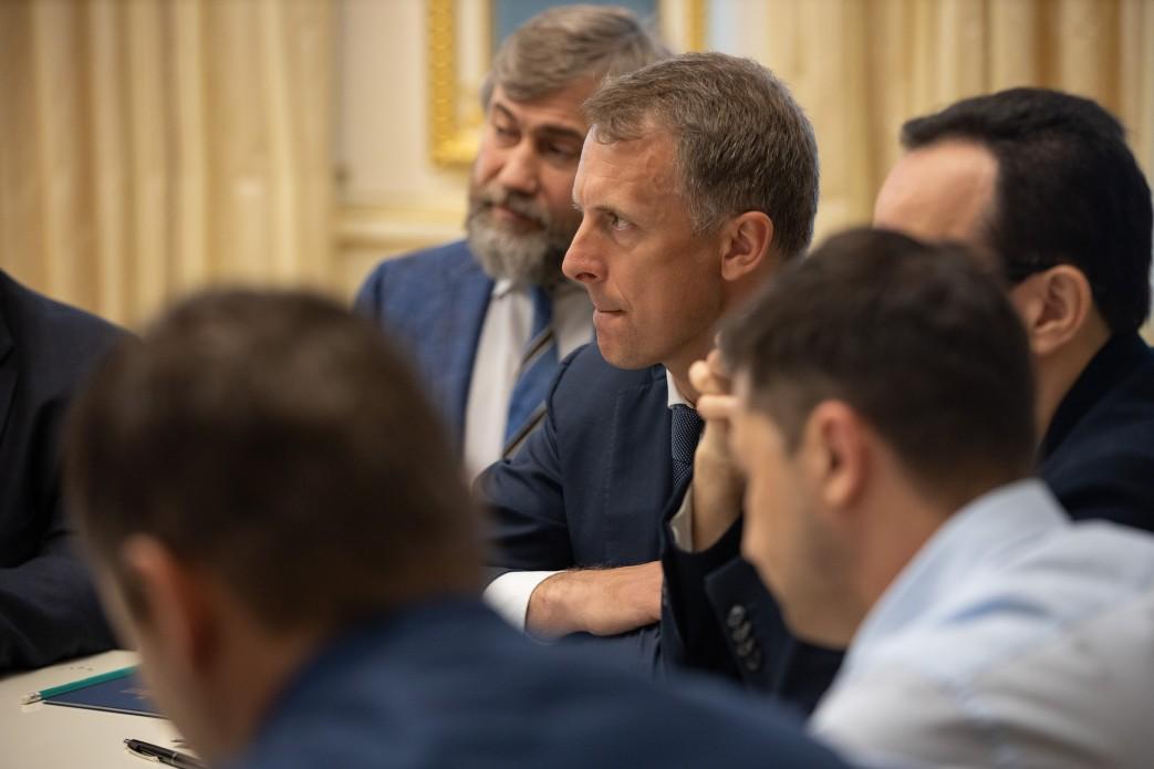 З'явилися фото з зустрічі Зеленського з Парубієм і лідерами фракцій - фото 17