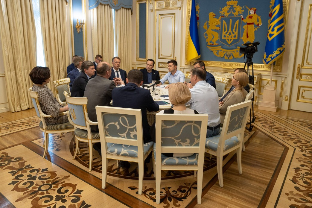 З'явилися фото з зустрічі Зеленського з Парубієм і лідерами фракцій - фото 2
