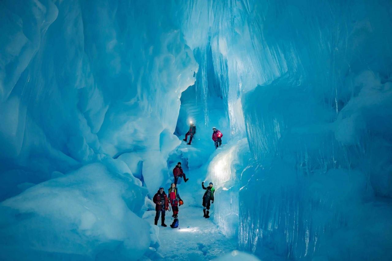 """Українські полярники віднайшли в Антарктиді """"загублену"""" триповерхову печеру - фото 1"""