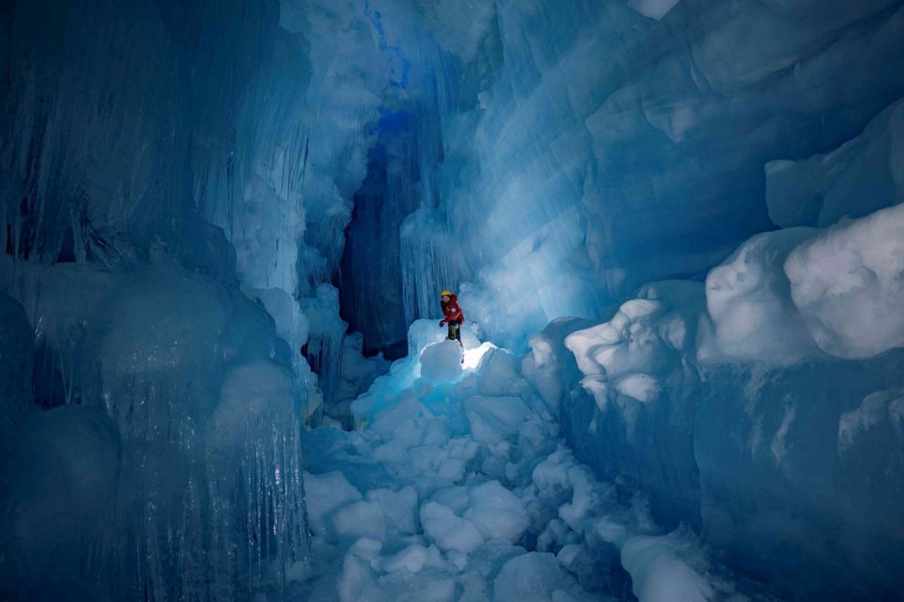 """Українські полярники віднайшли в Антарктиді """"загублену"""" триповерхову печеру - фото 7"""