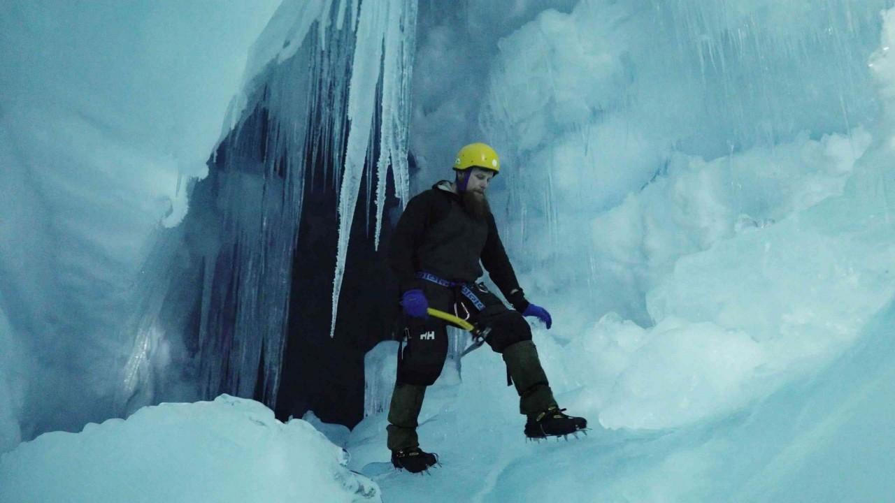 """Українські полярники віднайшли в Антарктиді """"загублену"""" триповерхову печеру - фото 2"""