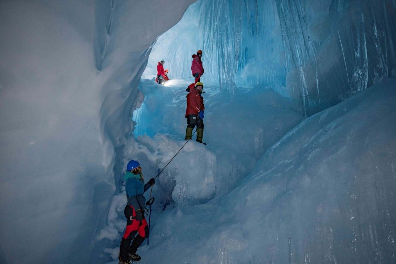 """Українські полярники віднайшли в Антарктиді """"загублену"""" триповерхову печеру - фото 4"""