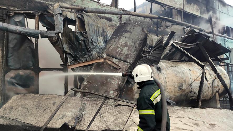 Масштабный пожар на складах в Полтаве: появились подробности (ФОТО)