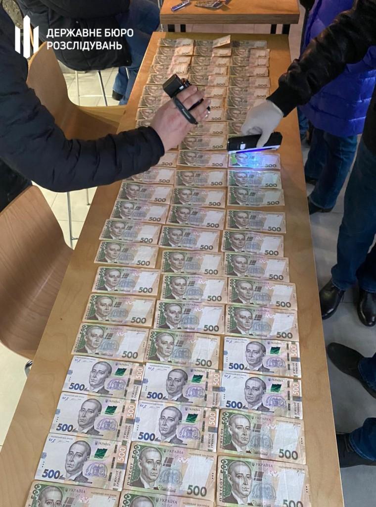 Результат пошуку зображень за запитом Лісничого на Буковині затримали на хабарі за продаж деревини без аукціону