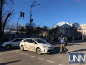 В районе ВР перекрыли часть улицы - фото 1