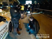 В Киеве на мосту Метро полиция устроила стрельбу - фото 1