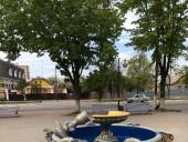 В Киевской области девушка повредила фонтан - фото 1