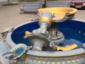 В Киевской области девушка повредила фонтан - фото 2