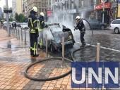 В центре Киева сгорел автомобиль - фото 1