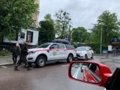 В центре Киева на автомобиль упало дерево - фото 1