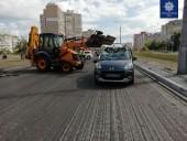 В Киеве произошло ДТП с экскаватором и легковушкой: есть травмированный - фото 2