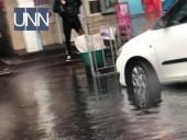 """Авто """"плывут"""", а трамваи стоят: последствия непогоды в Киеве - фото 2"""