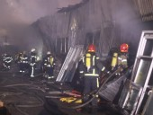 В Киеве произошел масштабный пожар на складе - фото 3