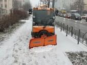 Киев засыпало снегом: коммунальщики усиленно убирают улицы - фото 1