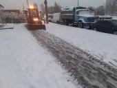 В Киеве около тысячи коммунальщиков убирают улицы от снега - КГГА - фото 1