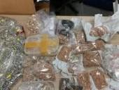 Во Львовской области следователь СБУ способствовал растрате около 25 кг арестованного золота и серебра - фото 1