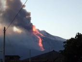 На Сицилии проснулся вулкан Этна: в сети появились фото извержения - фото 3