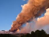 На Сицилии проснулся вулкан Этна: в сети появились фото извержения - фото 7