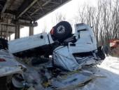 В Черниговской области грузовик упал с моста в Десну, водитель-иностранец погиб - фото 2
