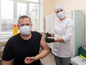 С упоротыми антипрививочниками дискутировать не буду: мэр Днепра Филатов вакцинировался от COVID-19 - фото 1