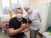 С упоротыми антипрививочниками дискутировать не буду: мэр Днепра Филатов вакцинировался от COVID-19 - фото 2
