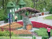 Над композицией работали более 15 дизайнеров: на Певческом открыли выставку с более 700 тысяч тюльпанов - фото 7