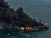 У побережья Шри-Ланки горит контейнеровоз с азотной кислотой, пластмассой и химикатами - фото 2