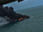 У побережья Шри-Ланки горит контейнеровоз с азотной кислотой, пластмассой и химикатами - фото 1