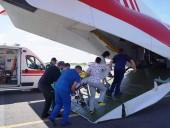 Из Запорожья в Киев самолетом транспортировали 3-летнюю девушку с тотальным поражением легких - фото 2